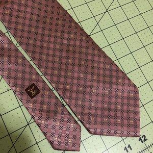 Louis Vuitton mauve Designer damier logo silk tie